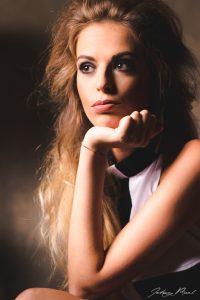 Book fotografico moda milano servizio fotografico per for Materiale fotografico milano